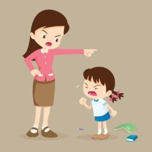 子供を叱る親